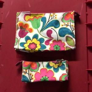 Set of 2 makeup bags Clinique. Never been used.